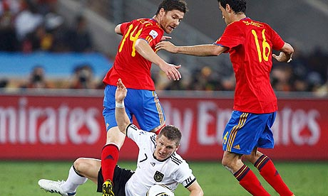 Alonso - Busquets, el problema. Foto: theguardian.co.uk