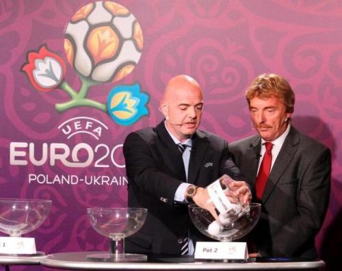Sorteo de los Play Offs en la sede de la UEFA. Foto:laifnormacion.com/EFE