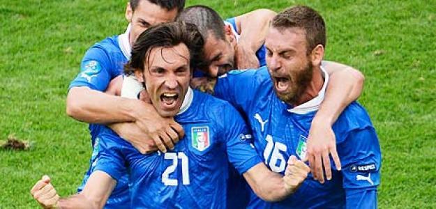 Pirlo marca para Italia frente a Croacia en la Eurocopa 2012