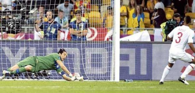 Buffon cierra la portería italiana. Foto:twitter.com