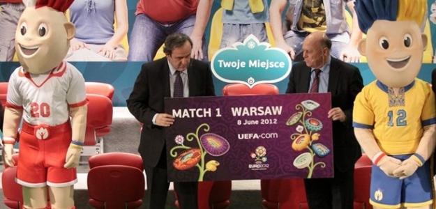 Platini en la gala de presentación de la primera entrada. Foto:uefa.com