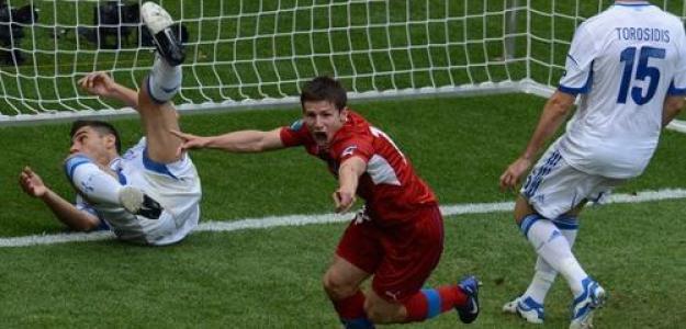 La República Checa celebra un gol contra Grecia