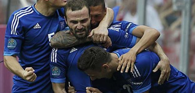 Grecia celebra su gol contra Polonia