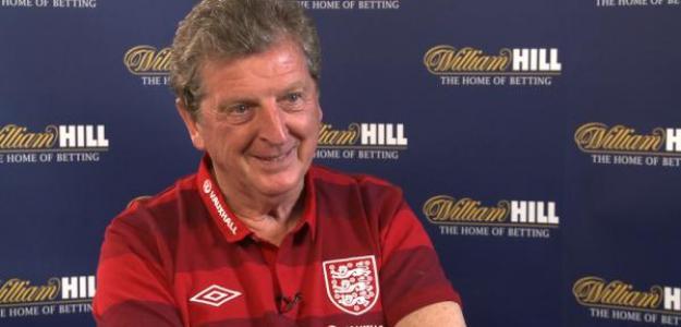 Hodgson, seleccionador inglés, con William Hill tras él: Foto:twitter.com
