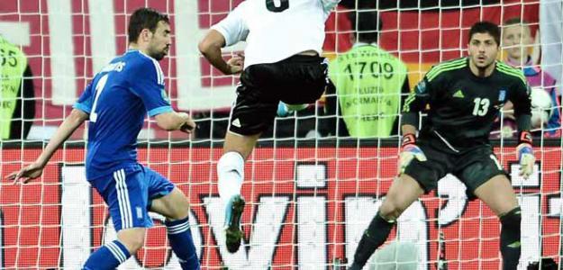 Khedira fusila el 2-1 ante Grecia para Alemania. Foto:twitter.com