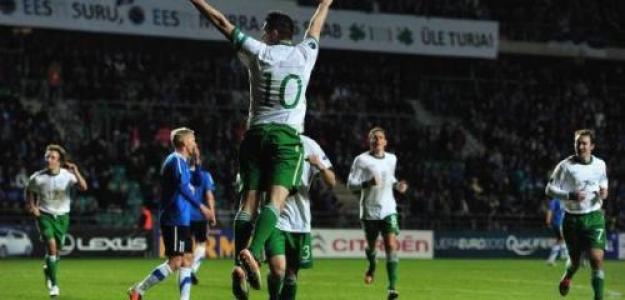 Robbie Keane celebra con Irlanda