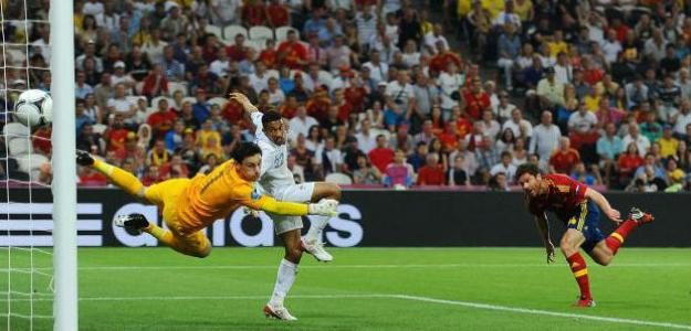 Gol de Xabi Alonso contra Francia en la Eurocopa 2012. Foto: lainformacion.com